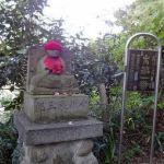 裏山一帯に続く88ヶ所霊場巡りの始まり。