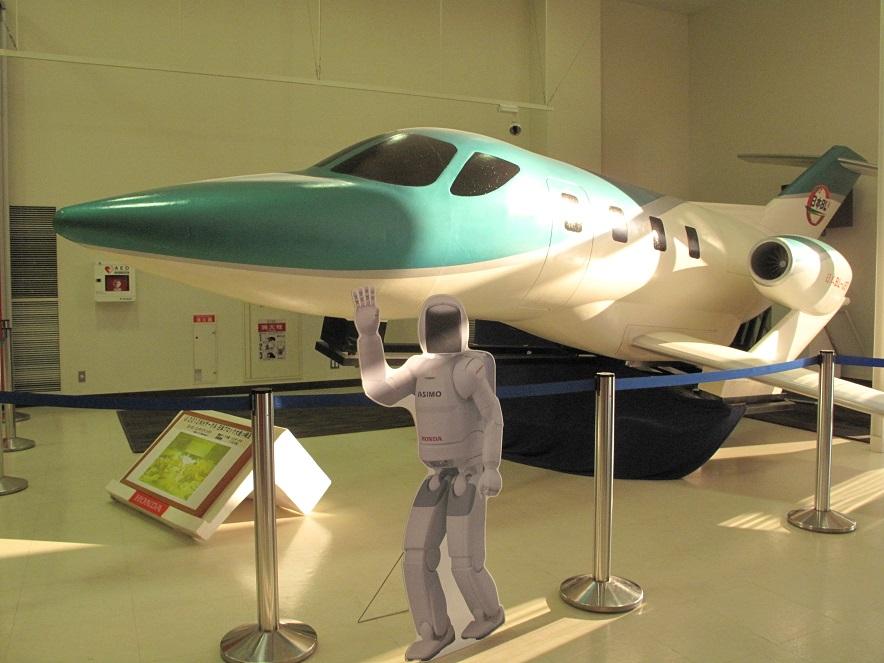 人型ロボット「アッシモ」と国産「小型ジェット機」
